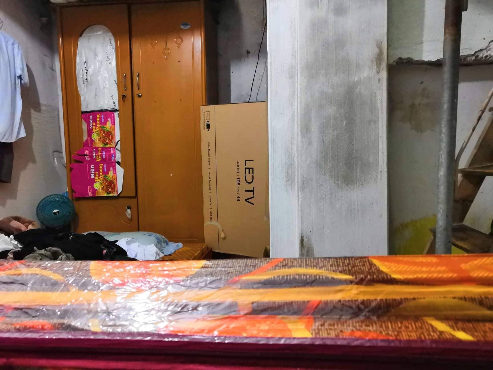 Căn phòng của chị D. và cháu bé 18 ngày tuổi đang nằm ngủ bị đối tượng ra tay sát hại khiến chị D. tử vong