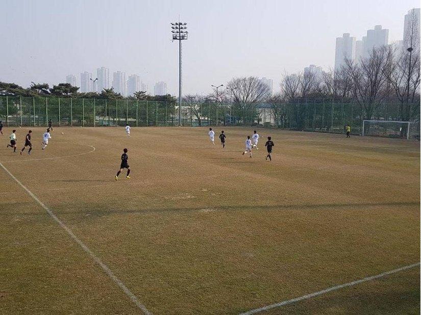 Tiền đạo Công Phượng ghi hattrick bàn thắng cho Incheon United