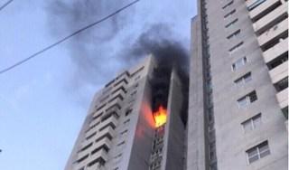 Chung cư bốc cháy dữ dội, người dân hoảng loạn tháo chạy