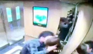 Cô gái uất ức kể lại khoảnh khắc bị gã đàn ông cưỡng hôn trong thang máy