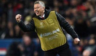 Vì sao HLV Solskjaer mặc áo bib khi chỉ đạo MU đấu với PSG?