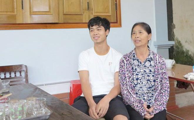 Mẹ Công Phượng mong chờ con trai được ra sân tại K.League