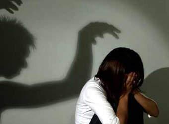 Gã hàng xóm đồi bại nhiều lần 'hãm hại' bé gái 12 tuổi tại phòng riêng