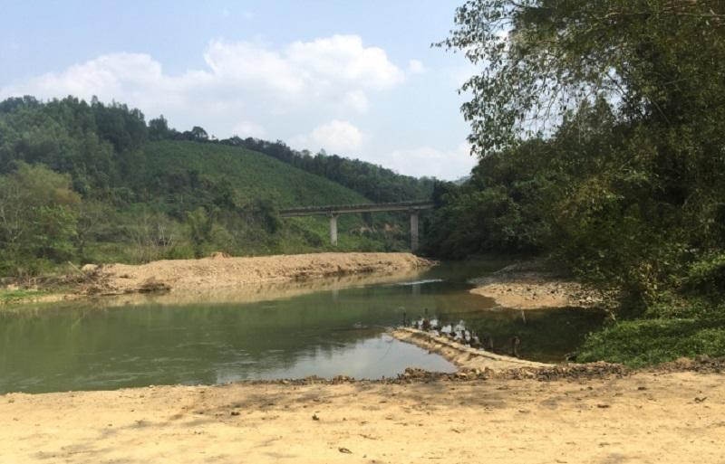 Bắc Kạn: Dự án thủy điện Pác Cáp đổ đất thải lấp sông bao giờ xử phạt?2