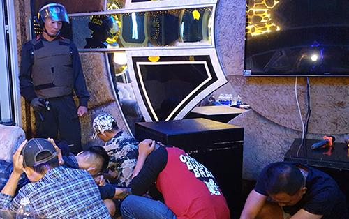 Cảnh sát đột kích quán karaoke phát hiện hàng chục người dương tính với ma tuý