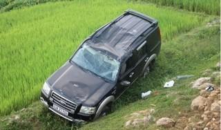 Quảng Nam: Ô tô lao từ cầu xuống ruộng khiến 2 người bị thương