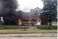 Xe chở công nhân bất ngờ bốc cháy, tài xế đang ngủ trưa thoát chết trong tích tắc