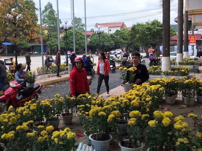 Vụ hôi hoa ở ga Đồng Đăng: Cơ quan chức năng bất lực vì người đến hôi hoa quá đông