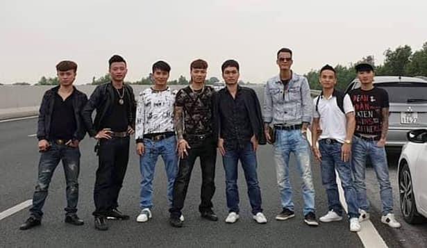 Xác minh, xử lý nhóm thanh niên dàn hàng ngang chụp hình trên cao tốc Hà Nội - Hải Phòng