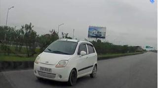 Truy tìm ô tô bất chấp nguy hiểm đi ngược chiều trên cao tốc Hà Nội - Thái Nguyên