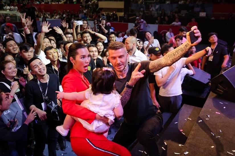 Siêu mẫu Hà Anh kể chuyện nhờ David Beckham bế hộ con gái để chụp ảnh