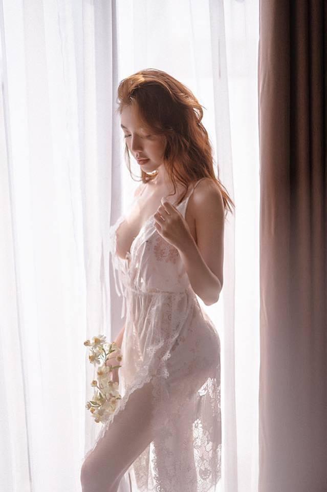 Elly Trần đốn tim người xem khi diện nội y khoe 3 vòng nóng bỏng