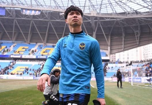 Tiền đạo Công Phượng sáng cửa ra sân ở vòng 3 K.League