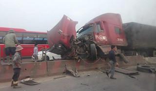 Tin tức TNGT mới nhất ngày 13/3/2019: Xe tải bỗng rơi bánh khiến người đi đường bị thương