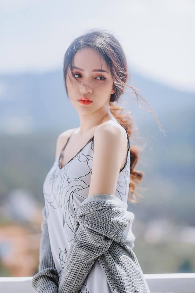 Hoa hậu chuyển giới Hương Giang tung ảnh gợi cảm khiến người xem nao lòng
