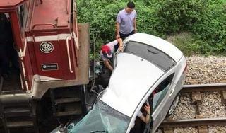 Vụ tàu hoả tông xe ô tô ở Hải Dương: 2 nạn nhân đã tử vong