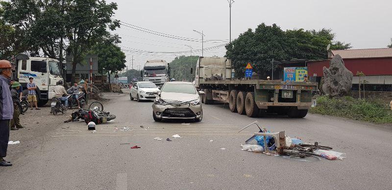 Hải Dương: Xe bán tải gây tai nạn liên hoàn, 2 người bị thương