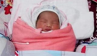 Bé gái sinh được vài tiếng đã bị mẹ bỏ rơi cùng tin nhắn nhờ 'nuôi nấng, cưu mang'
