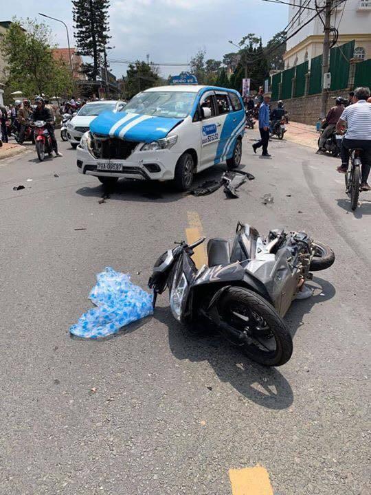 Clip: Thanh niên nghi ngáo đá lái ôtô gây tai nạn liên hoàn vẫn bình tĩnh lắc lư