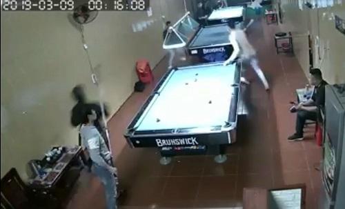 Yên Bái: Nhóm côn đồ xông vào quán bi-a chém người trọng thương