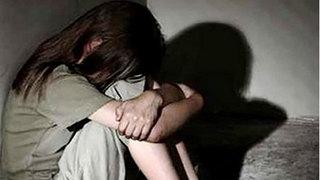 Từ chiếc áo bẩn, mẹ đau đớn phát hiện con gái thiểu năng bị hãm hại