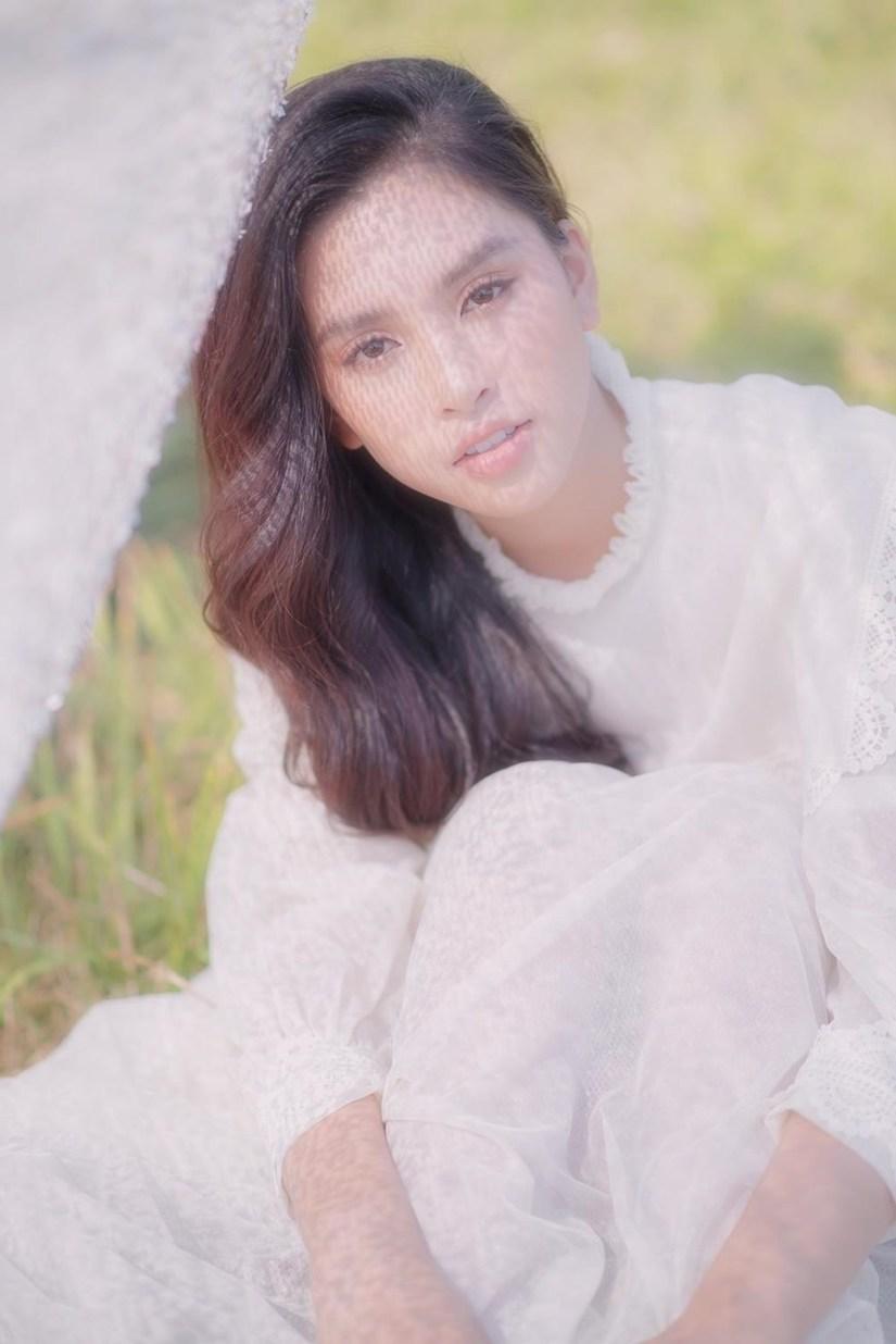 Tiểu Vy khoe nhan sắc cực phẩm kỉ niệm nửa năm đăng quang Hoa hậu Việt Nam