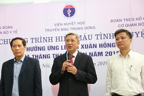 Thứ trưởng Bộ y tế tham gia hiến máu tình nguyện