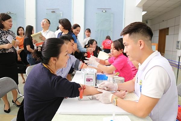 Thứ trưởng Bộ y tế tham gia hiến máu tình nguyện 3