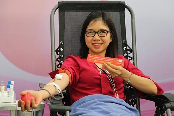 Thứ trưởng Bộ y tế tham gia hiến máu tình nguyện 4