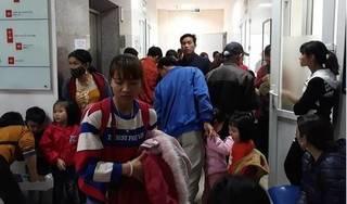 Chùm ảnh hàng trăm người dân Bắc Ninh đưa trẻ đi xét nghiệm sán lợn