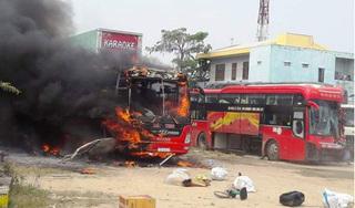 Quảng Nam: Xe khách giường nằm cháy rụi khi đang đậu trong bến