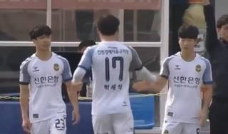HLV Incheon ra điều kiện để Công Phượng đá chính ở K. League