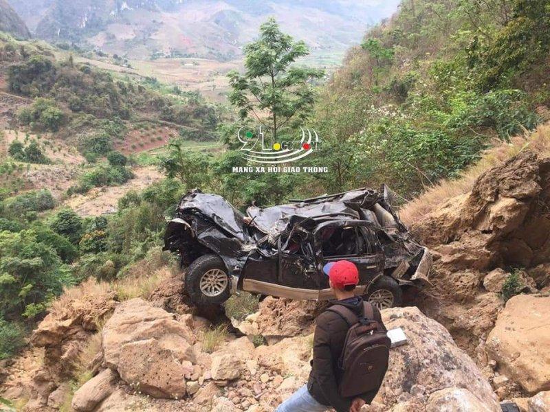 Hiện trường ô tô lao xuống vực sâu hơn 200 mét ở Sơn La. Ảnh MXH Giao Thông.