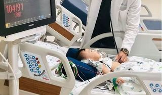Hóc xương cá nhưng bị chẩn đoán nhầm viêm họng, bé gái 11 tháng nguy kịch