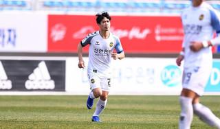 Đồng đội Incheon United xin lỗi vì phung phí cơ hội từ Công Phượng