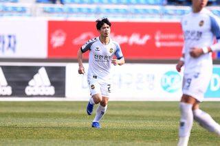HLV Incheon United nhận xét thẳng thắn về Công Phượng