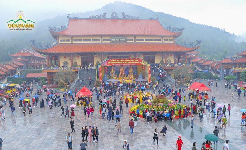 Quảng Ninh yêu cầu xác minh vụ Chùa Ba Vàng truyền bá chuyện vong báo oán, thu trăm tỷ mỗi năm