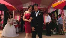 Hình ảnh chú rể chụp cùng người yêu cũ, cô dâu chỉ biết đứng nhìn và sự thật bất ngờ
