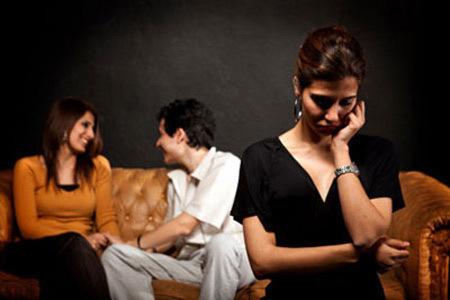 Bất ngờ với lý do chồng đang lạnh nhạt bỗng dưng yêu vợ bài bản, nồng nhiệt