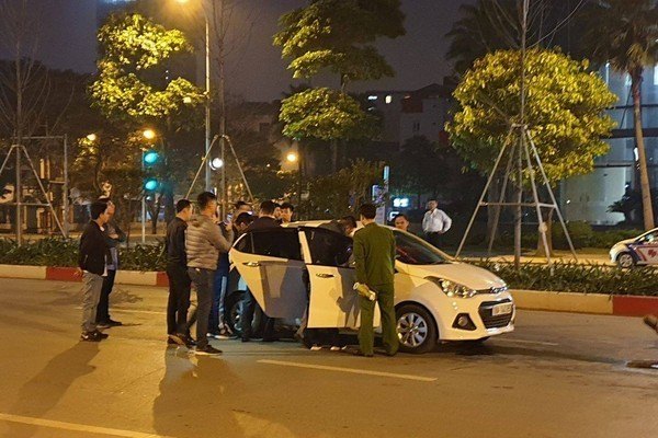 Hiện trường vụ tài xế ô tô rút dao đâm người sau v.a chạm giao thông.
