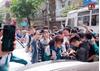Phụ huynh nên lo ngại: Cả dàn học sinh mặc đồng phục háo hức đón 'dân chơi' Khá Bảnh