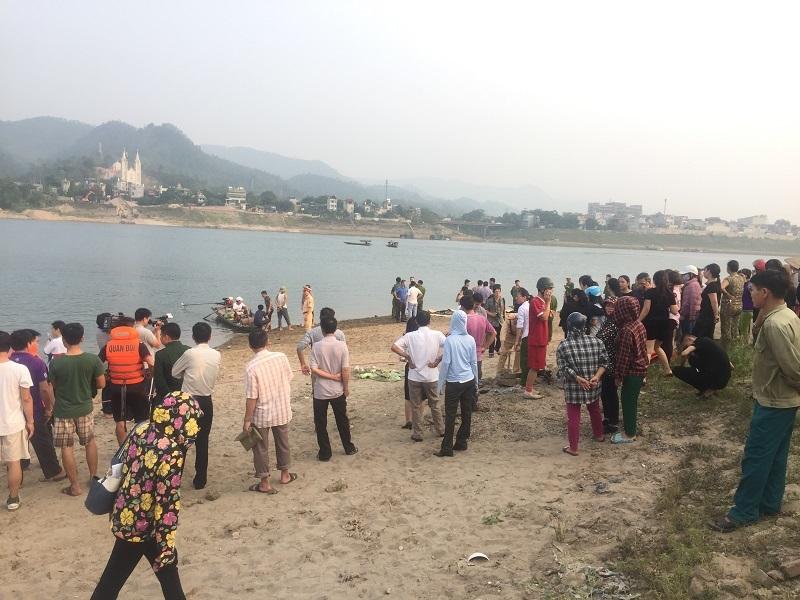 Chùm ảnh hiện trường 8 học sinh chết đuối tại Hòa Bình