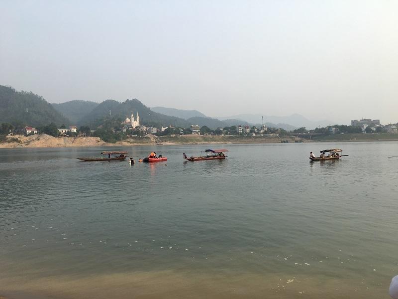 Khúc sông 8 học sinh đuối nước ở Hoà Bình: Nhiều xoáy nước, người lớn cũng không dám bơi