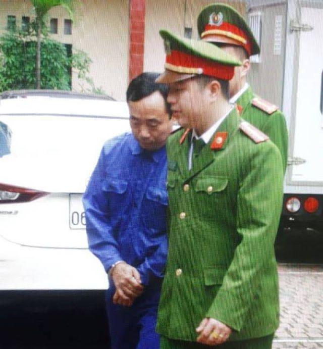 Luật sư đột ngột yêu cầu hoãn tòa xử vụ dâm ô tập thể nữ sinh lớp 9 ở Thái Bình