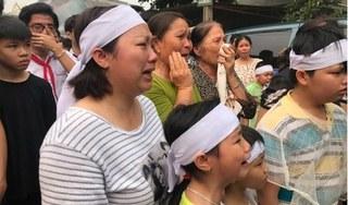 Chùm ảnh: Xót xa dòng người tiễn đưa 8 học sinh đuối nước an nghỉ