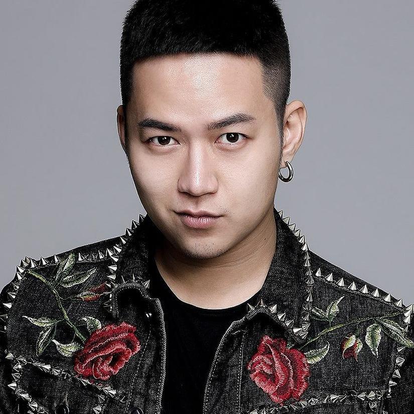 NTK Chung Thanh Phong mở màn Tuần lễ thời trang quốc tế VN Xuân Hè 2019