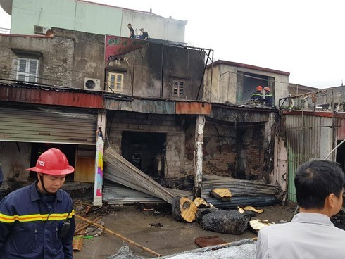 Cháy lớn thiêu rụi nhiều nhà dân ở Hải Phòng