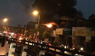 Hà Nội: Nhà 5 tầng bốc cháy trong đêm, cụ ông 72 tuổi tử vong