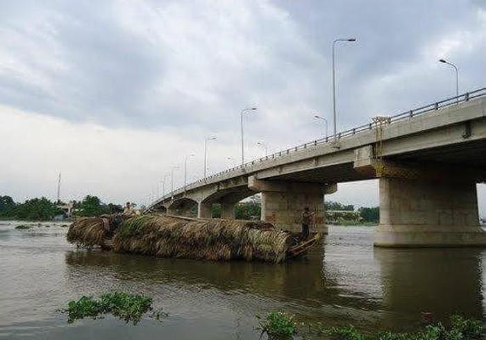 Sau ngày cưới, người đàn ông bất ngờ nhảy xuống sông tự tử