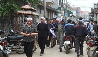 Vụ 7 người bị xe khách đâm tử vong: Những tiếng khóc xé lòng ở làng Trung Nguyên